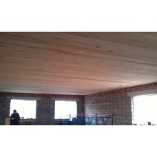 Обшивка потолка тесом