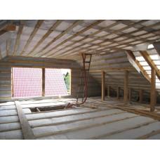 Обшивка стен чердачного помещения тесом с шагом 0,4 м.п.